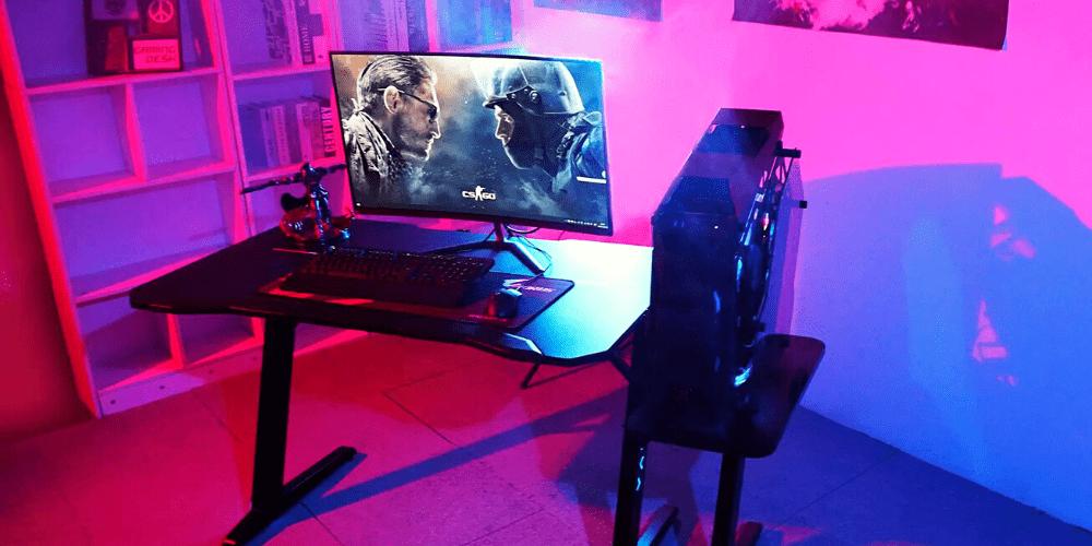 Setup gaming desk workstation